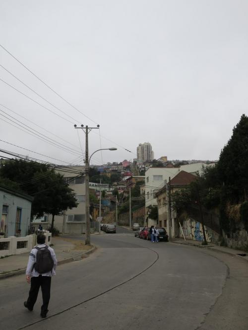 明日は早朝にサンチアゴに戻らなければならないので実質今日一日。天気が残念ですが街歩き開始。