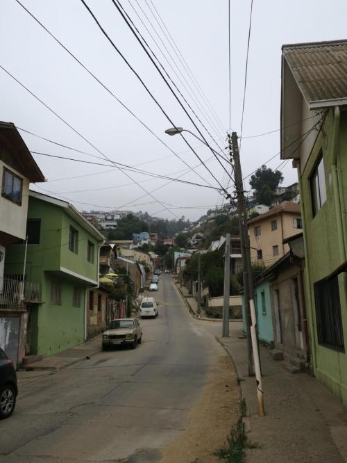 坂道のある風景。天気が良ければなー。
