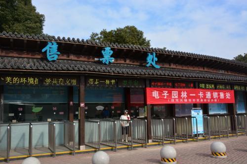 観光です 湖 太湖に到着<br />観光と民族シヨー<br /><br />   予定にあった、げん頭渚公園 はスルーでした