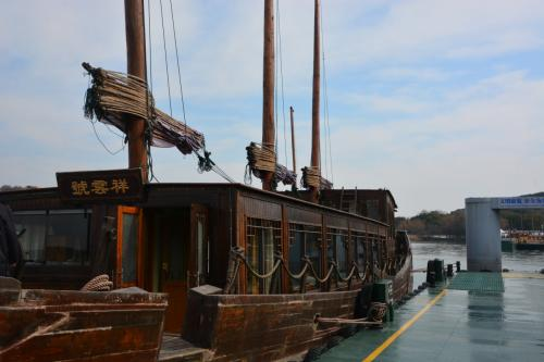 海賊船のような船