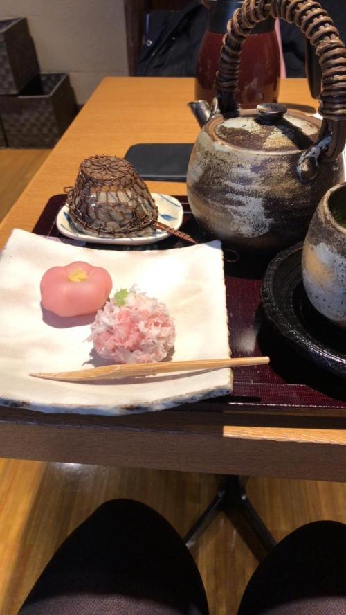 翌日は朝から京都へ移動しました。<br />山崎に向かう前に京都茶寮にて和菓子で一服<br />こちらのは京都の有名和菓子店のお菓子がいただけるのでおすすめです!<br />