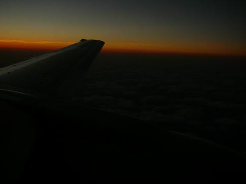 那覇に着く頃は・・日もだいぶ落ち 那覇空港は沖止めでした・・