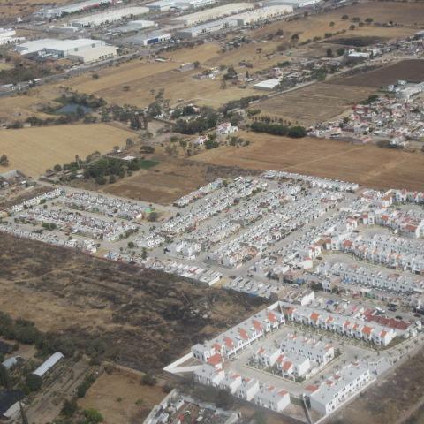メキシコの山の中?<br />これが、車の工場や街なのかしら?よくわかりません。<br /><br />グアナファトはメキシコの中央高原です。