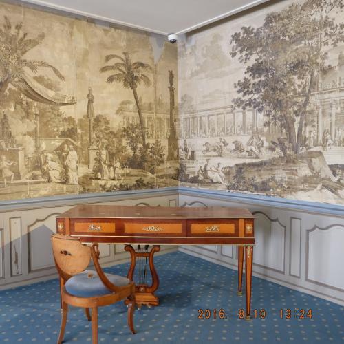 主に1880年代以降のボルドーの繁栄期にまつわる家具や展示品が常設、デザイナーの新しい作品の特別展(別料金)であります。時間の都合上、常設展だけをみます。