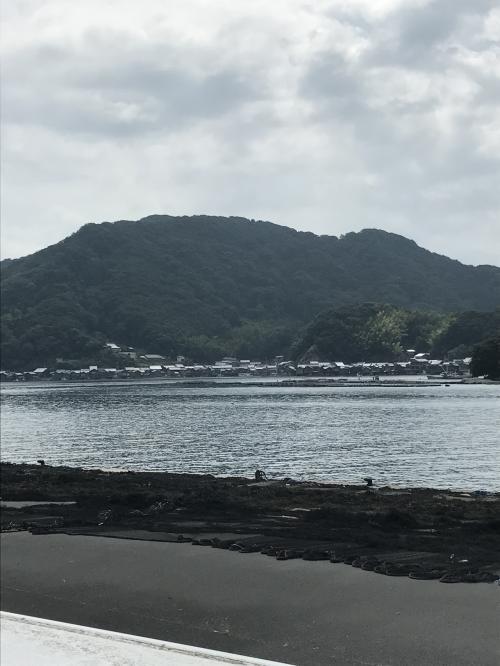 遠くに舟屋が見えます。今回、ここに来ることが目的ではなかったのですが偶然、来ることができました。ここもいつかテレビで見て、行きたいなーと思っていた場所だったので嬉しくなりました。