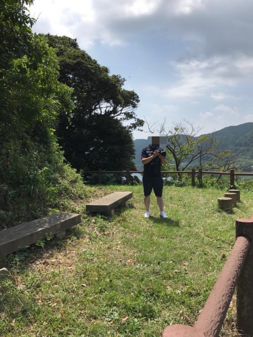 甲崎(さるざき)展望所。登った先にはベンチがあり休憩できます。