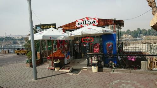 船乗り場の横にキオスクのような小さな売店がありました。