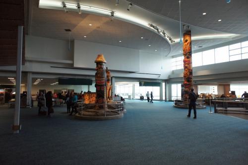 9:30バンクーバー空港に到着。ここで約4時間の乗継待ちです。