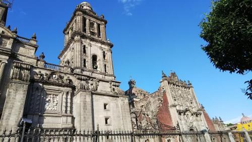 大聖堂を見た後、ソカロの集まるメキシコ人の数に少し驚きながらも、次の見学先に向かいます。