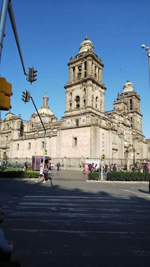 貴金属店を見た後、ペルーに行く前に立ち寄ることができなかった大聖堂の見学に向かいます。