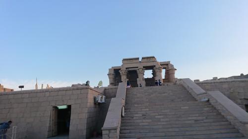 船を降りるとコム・オンボ神殿がみえました。