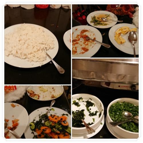 和食の朝御飯です。ちょっと出遅れたので残り少なくなっていますが、煮物や、卵焼き、ほうれん草のおひたし、お味噌汁が出ました。香辛料の効いた料理に飽きてきた頃に日本食なんて、嬉しい心遣いですね。私達が一通り食べ終わるまで、日本食のシェフの方が、サービスのテーブルのそばにたって、他のお客さんが取りに来ないようにガードしてました。
