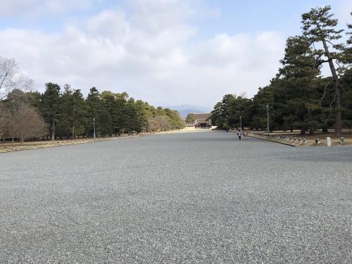 遥か遠くに見えるのが京都御所。ここが如何に広いのかがわかります。