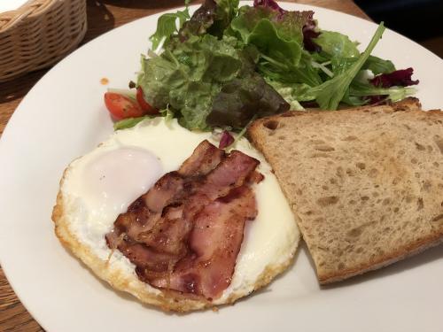 京都御苑から南方向に合ったカフェで朝食を