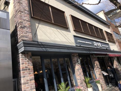 お店の入口です。<br />このまま寺町通りを南下して三条通りを目指します。