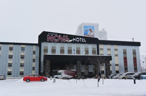 ホテルは 新しい CHATEAU NOVA YELLOWNIFE で4泊(翌日撮影)<br />送迎時には 一番早く降りて 最後にピックアップなのもポイント高い