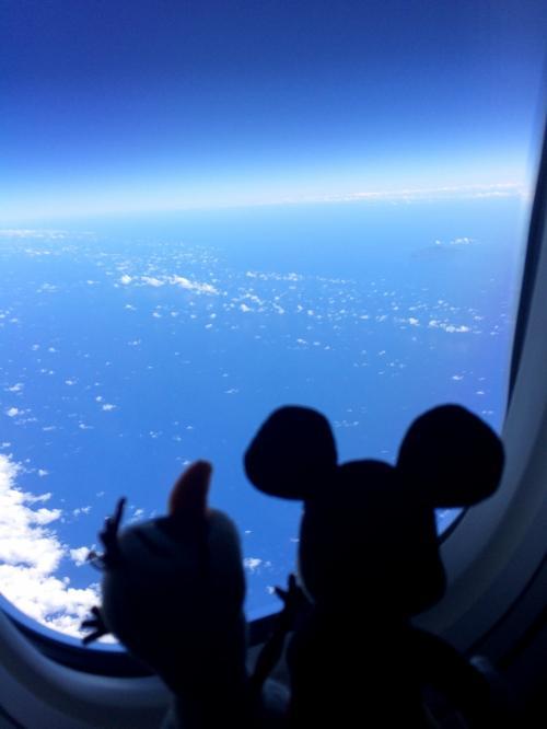 真ん中にポッカリとカルデラのようなものが見える島発見!<br />アグリハン島かなぁ?<br />