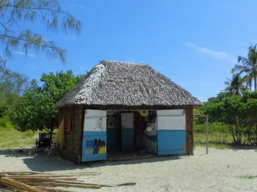 島内の売店です。<br />ここで水着を買う事ができます。<br />スノーケルやフィンのレンタルも出来ます。