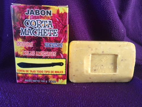 厄除け系<br /><br />コスモスの香りがキツイ厄除け石鹸。<br /><br />パッケージにマチェーテが描かれて物々しさナンバー1ですね(笑)<br /><br />これだけで、悪霊が退散していきそうです(笑)<br /><br />それにしても、いろいろな石鹸がありますね!