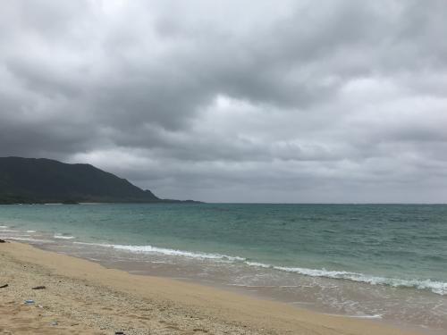 明石ビーチへ。<br /><br />トイレやシャワーもないので、泳ぐのは難しいかもしてませんが、<br />ここは人もおらず、ゆっくりするには良いところでした。<br />(天気が残念!!)