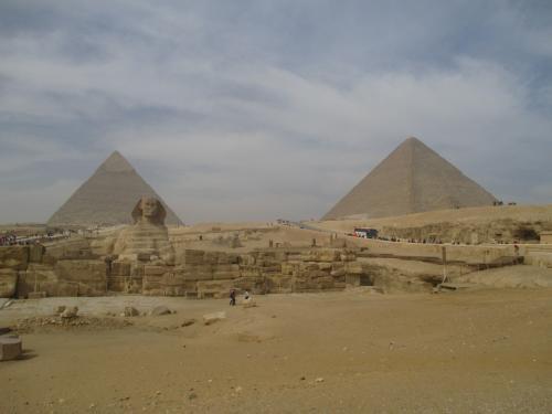わけのわからない存在感に圧倒されながら、しばらくこの景色を見ていました。<br /><br />エジプトに来てよかった!<br />大満足だーーー!!