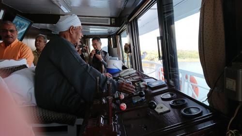 船長は一つの決まった村の出身者しかなれないそうです。<br />航路の地図などはなく、全て船長の頭の中にあるのだそうです。