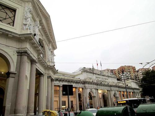 2月15日、アンダーロを朝7時50分に出て、バスと鉄道でトレントまで移動。そこからFlixBusに乗り、ジェノヴァまで約6時間。ジェノヴァのプリンシパレ広場に着いたのは夕方の5時少し前だった。そこからジェノヴァの鉄道駅までは歩いて数分。思いのほか立派な建物だった(写真)。