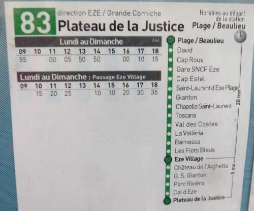 83番のバスはエズ駅(Gare SNCF Eze)は途中駅で、目的のエズ村(Eze Village)は10番目のバス停。バスの終点はPlateau de la Justiceというところで、エズ村からさらに山の上に行ったところだった。<br />