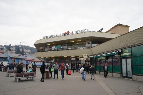 これは最終日に撮ったものですが駅はこんな感じ<br /><br />柄が悪いとか情報がありましたが、特に?<br />人が大していないので別に何ともなかったです<br /><br />