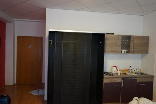 ホテルは徒歩でいけるとこにとりました<br /><br />観光価格なので物価に比べホテルは大して安くないです<br />2泊70ユーロくらい<br />でもアパートメントタイプはやっぱ冷蔵庫あるから最高よね