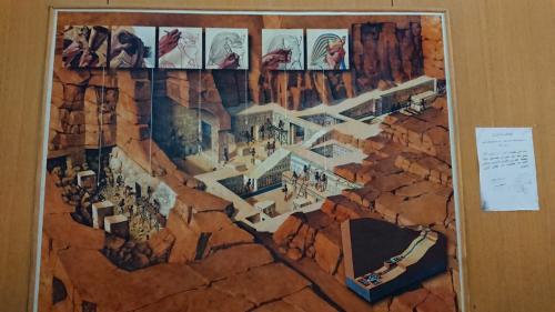 お墓の中の構造はこんな感じになっているのか。図で示されると解りやすい。