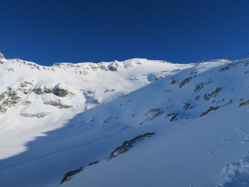 氷河エリアのパウダーサイドの下部。誰も滑っていなかったのと度胸がなかったのとで行けませんでした(涙)