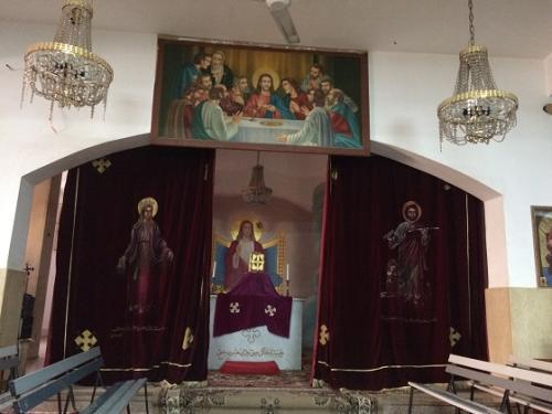 案内してくれた人に、見学を終えた後、チップを渡したら、この集会所の下にある小さな教会を開けてみせてくれました。<br />(通常は見学できないようでした)