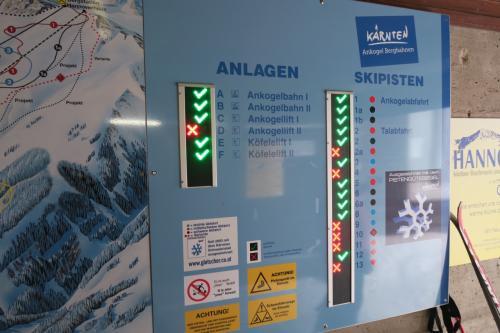 コースはオープンか・・・ 欧州のスキー場はこういう電光掲示板があって滑走可能かどうかを教えてくれます!