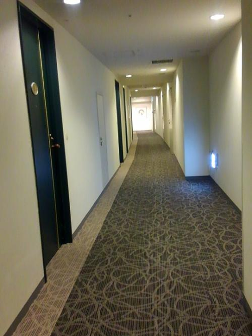 部屋は3階だったので、エレベーターは使わず廊下を歩くだけでフロントから移動でき、とっても楽でした。
