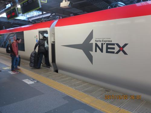 西日本の地方空港から羽田に到着。品川から成田エクスプレスに乗車して成田空港へ向かいます。