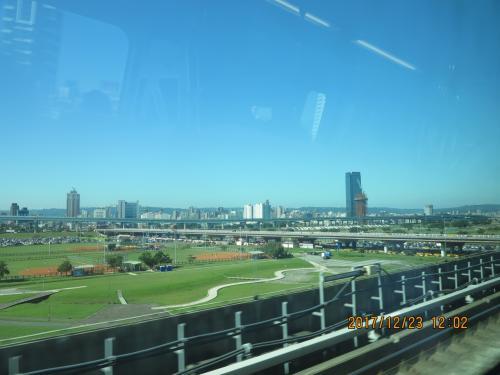 車やバイクばかり見て走るバスにくらべ、美しい車窓が楽しめました。