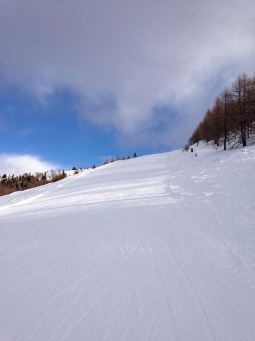 Gipfelabfahrt コースで初級です。結構斜度がありますね!それにカリカリだし!!