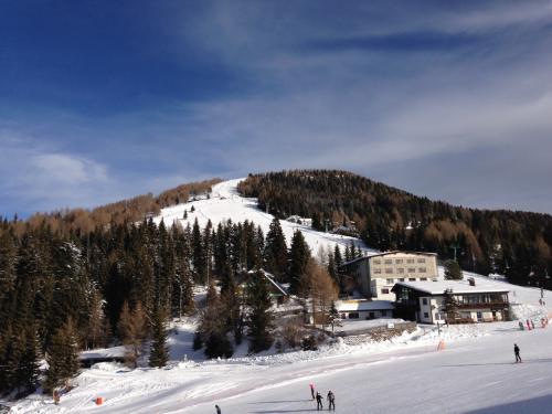 Gipfelabfahrt コースが見えます。