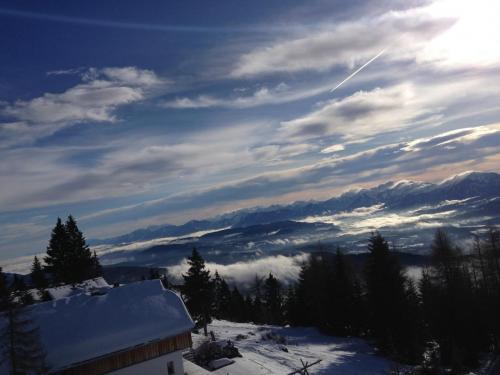 Pöllingerbahnリフトから湖方向を見る。このリフトだと山頂まで行かないんですよねー!