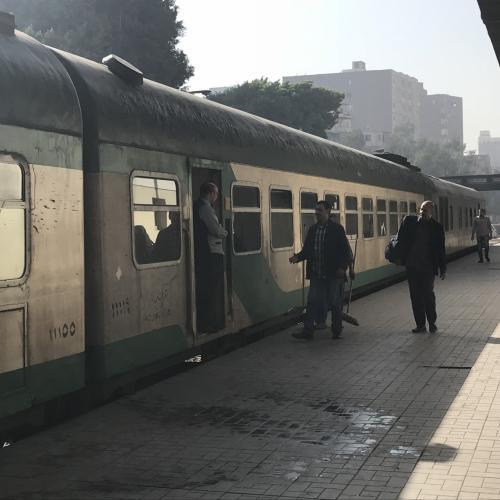 寝台列車でカイロに到着<br /><br />外見はボロですが、車内は程々大丈夫<br />
