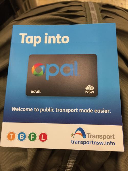 まずは空港内のコンビニで電車、バス、フェリーなどに使えるOpalカードを購入。<br />この時はモリモリ乗りまくろうと思って沢山チャージしたのですが最後は大分余らせちゃいました。<br />ご利用は計画的に。