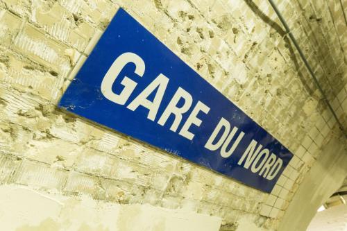 ユーロスターでロンドンよりパリ北駅につきました~<br />常日頃パリ行きたいって思ってたのでこの時点で感無量。<br />遅い時間のユーロスターしかとれなかったので、ホテルへ直行。<br />明日から観光です。