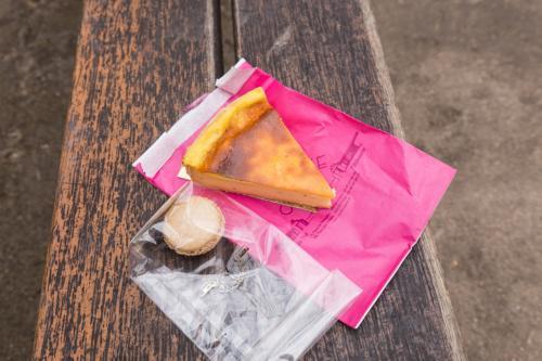続いてカレットというパティスリーでもお昼ご飯。<br />テイクアウトして公園で食べるというのもオツ。