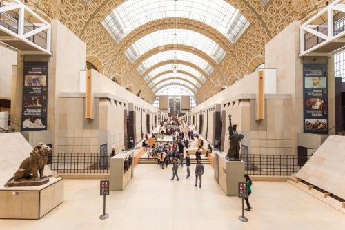 歩いてオルセー美術館へ。<br />印象派好きにはピッタリの美術館です。