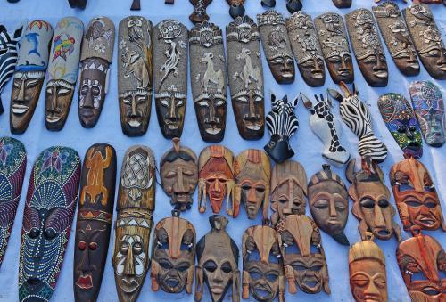 木彫りのお面。これはヌビア人特有のお面のようだ。この地方は、もうヌビア圏に入っているのだ。