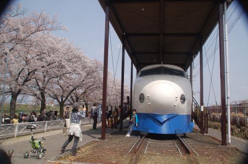 新幹線公園に展示されている0系新幹線。