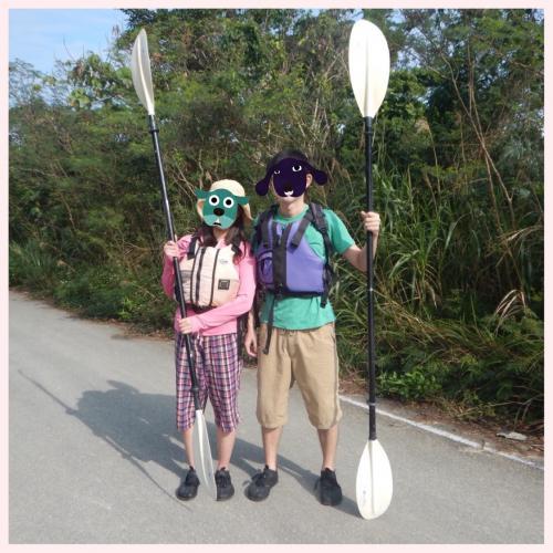 西表島着!<br />探検風の装いに着替えて、いくぞー!<br />先生がアクティビティの予約を全面的にやってくれたのですが、<br />持ち物とか特になしと言っていたらしい。<br />が、ついてみると動向する年配のご夫婦、かなり本格的な装い!!!<br />こんなパジャマのような恰好でどうにかなるものなのか、先生!?!?