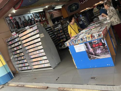 CD屋さんがありました。<br />タイの演歌(ルークトゥンやモーラム)の専門店でした。<br />ここまで立派な品ぞろえの店はバンコクでもあまり見なかったような