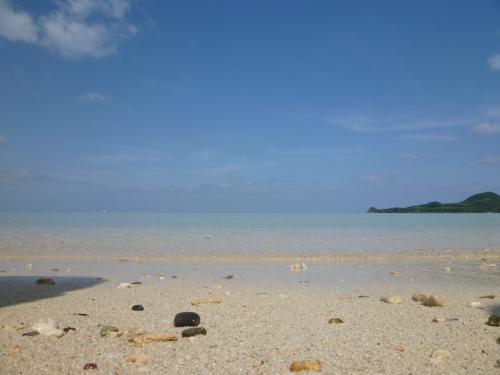 海と空の境目が分からないぐらい透明な限りなく透明なブルーとはこのことを言うのだろうか。